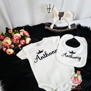 מתנה ליולדת בגד גוף וסינר מעוצב עם השם של הבייבי