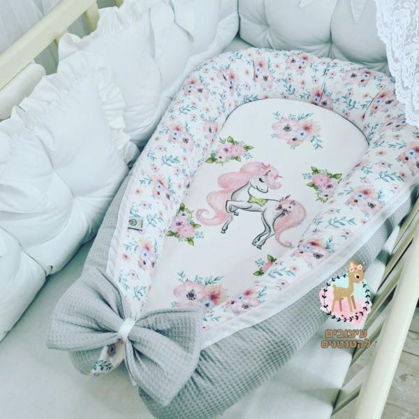 בייבי נסט , עריסה ניידת לתינוק, בייבינסט , בייבי נסט לתינוק , קן לתינוק , בייבי נסט לתינוקת , עריסה , עריסה רכה , עריסה ניידת , מתנת לידה , עיצובים לקטנטנים , מתנה ליולדת , מארז לידה , מתנה לתינוק , מתנה לתינוקת